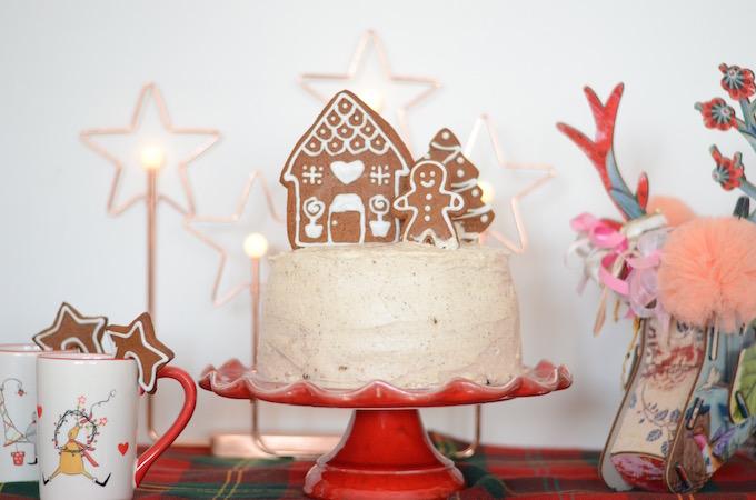 {Almalu's Christmas Tales} Torta pan di zenzero con frosting alla cannella